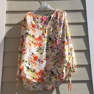 Comfy blouse, long sleeves have slits